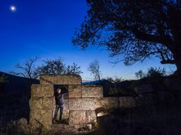 Night photography of the ancient tower (c) Tobias Schorr