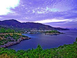 Blick auf die Insel Nisaki und Methana (HDR-Foto)