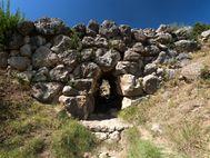 Die mykenische Brücke bei Arkadiko ist eine der ältesten Brücken Europas (ca. 1400 v.Chr.!)