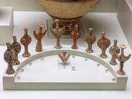 Typische Idole, wei man sie in den meisten mykenischen Heiligtümern findet.