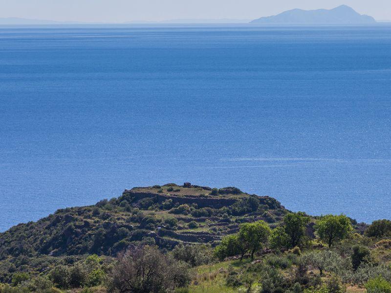 Die Akropolis Oga kann das Ziel der Route B sein.