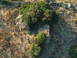 Der antike Turm auf der Akropolis Oga aus der Luft