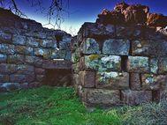 Der Eingang der Akropolis Paliokastro. Eines der am meisten widerrechtlich kopierten Fotos. Bitte wenden Sie sich direkt an mich, wenn Sie Fotos benötigen! Das ist fairer und spart Ihnen Kosten! (c) Tobias Schorr