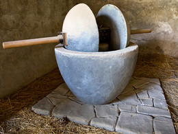 Ancient Roman olive- or vine press at Pompeji. (c) Tobias Schorr