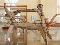 Mykenische Reiterfigur im Museum in Poros, die auf Methana gefunden wurde.