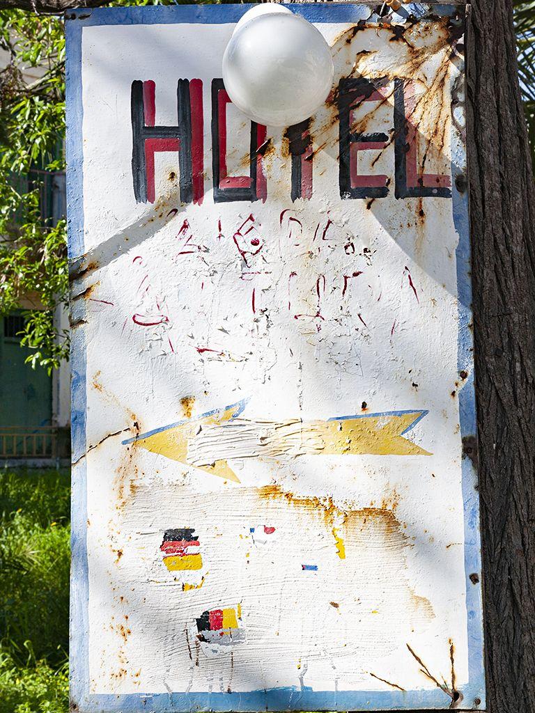 Sogar auf deutsch machte das Hotel Aithra auf sich aufmerksam. (c) Tobias Schorr