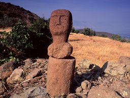 The stone head on a column made of volcanic rock. (c) Tobias Schorr 1996