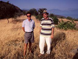 Το 1996 επισκέφτηκα το πέτρινο κεφάλι με τους φίλους μου Σταύρο Μαλτέζου και Σπύρο Παπαϊωάννου πριν από την παραδόση της εύρεσης. (c) Tobias Schorr