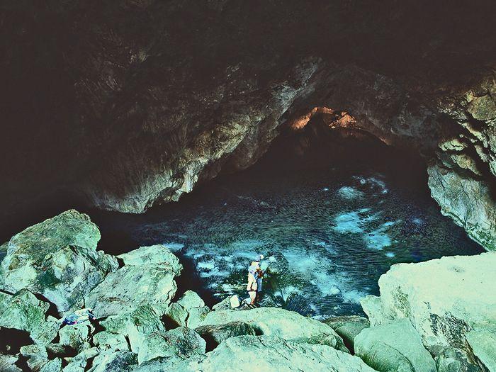 Der Eingang zur Taubenhöhle. (c) Tobias Schorr 1996