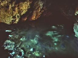 Der Höhlensee der Taubenhöhle auf Methana. (c) Tobias Schorr