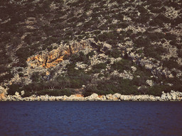 The entrance of the cave, seen from the sea. Before the road Steno-Vathy was built. (c) Tobias Schorr 1991