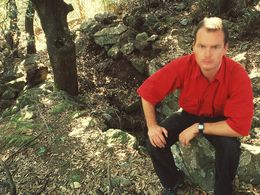 Tobias Schorr at the ancient building of the Chelona plateau. (c) Tobias Schorr 1996