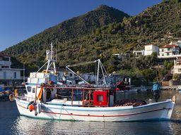 Kaiki boats at the fishing port of Vathy. (c) Tobias Schorr 2019.