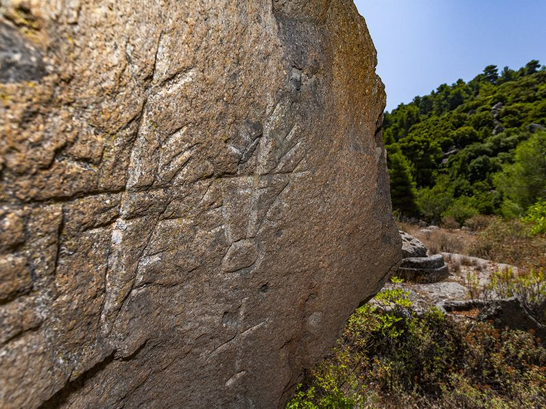 A rock with early chrisian symbols. (c) Tobias Schorr